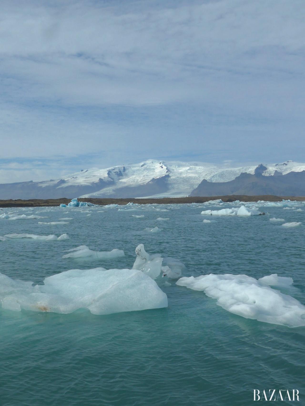 빙하가 떠다니는 요쿨살론 호수.