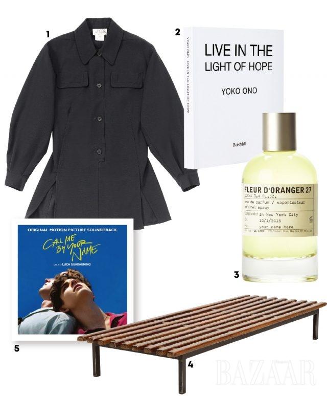 1 셔츠는 Hermès2 오노 요코의 책 3 향수는 Le Labo '플뢰르 도랑제'4 가구 디자이너 샤를로트 페리앙의 캔사도 벤치5  사운드 트랙