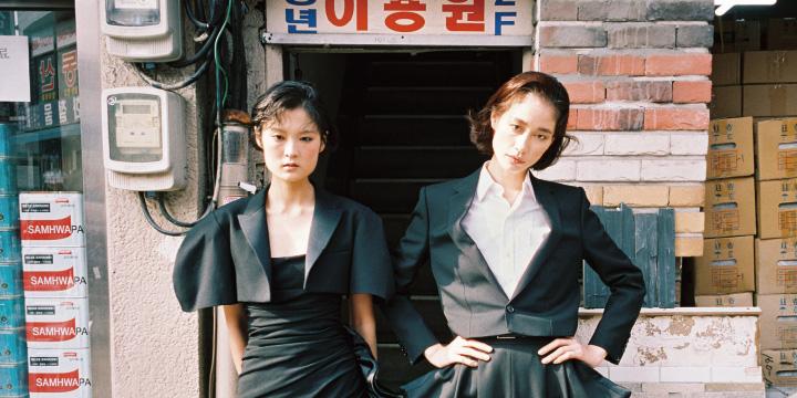 과거와 현재가 공존하는 서울 그리고 2019 S/S 뉴 룩.