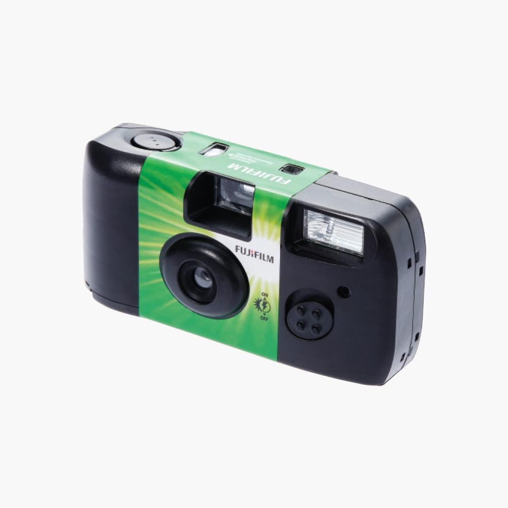 늘 가방에  챙겨 다니는 일회용 필름카메라는 Fujifilm