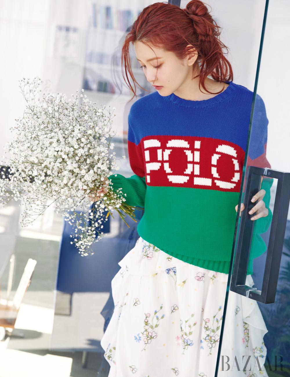 스웨터는 30만원대 Polo Ralph Lauren, 드레스는 1백68만원 Blugirl.