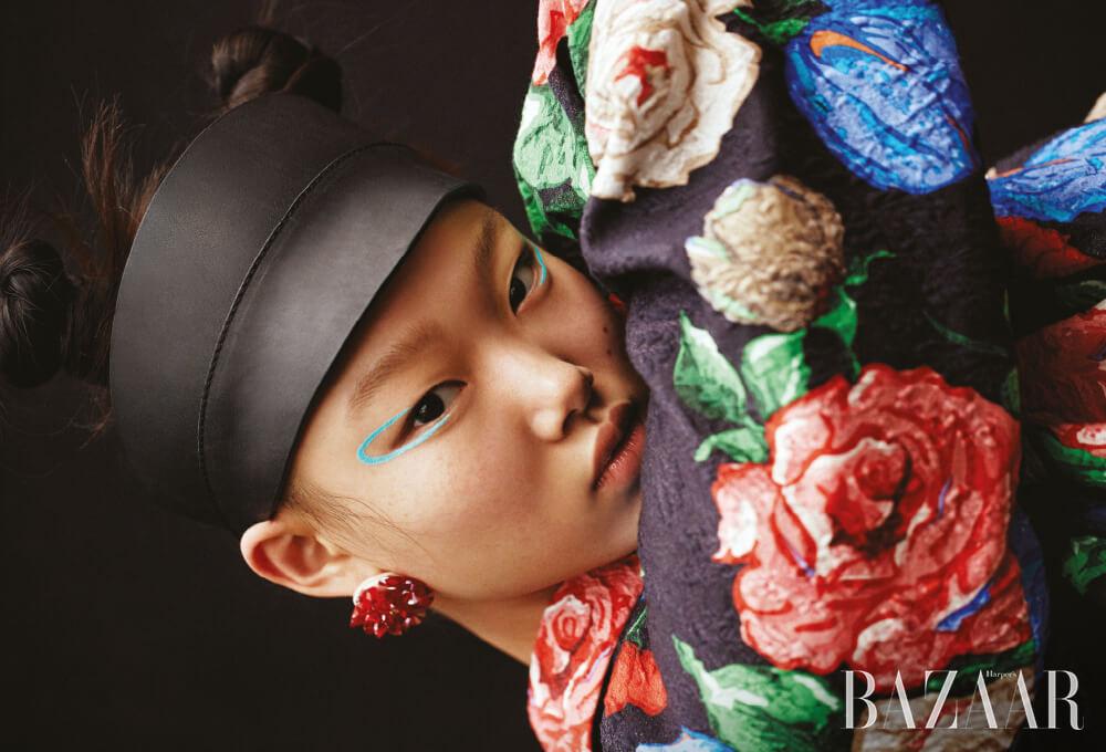 코트는 2백65만원 Nina Ricci, 귀고리는 4만5천원 Getmebling, 모자는 스타일리스트 소장품.