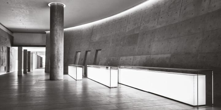 """""""영원히 살아 있을 건축 작품을 만들고 싶습니다. 그 실체나 형태 자체가 아닌, 사람들의 가슴속에 남아 있는 기억으로서."""" 건축가 안도 다다오의 굳은 의지와 바람이 디자이너 조르지오 아르마니의 공간에서 다시금 살아난다."""