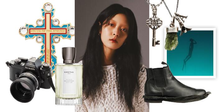 무심한 듯 시크한 매력으로 패션계를 사로잡은 모델 강소영의 사적인 취향들.