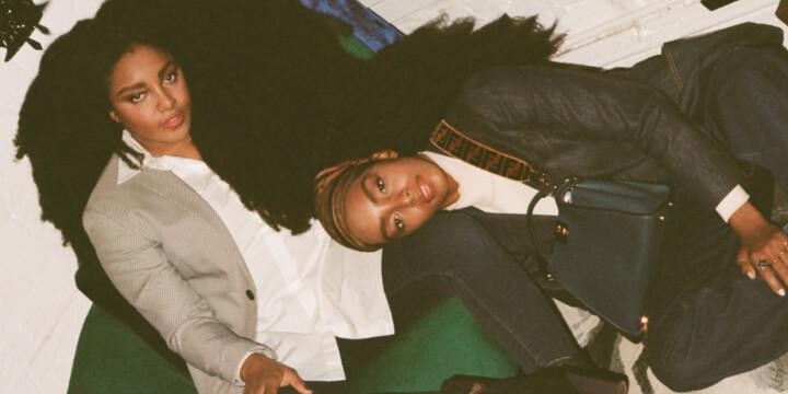 전 세계 상징적인 여성들이 함께한 펜디 '#MeAndMyPeekaboo' 프로젝트 챕터 2의 세 번째 에피소드가 공개되었다. 그 주인공으로 발탁된 일란성 쌍둥이 자매, 뉴욕 패션계를 대표하는 콴 시스터스의 이야기에 귀 기울여볼 것.