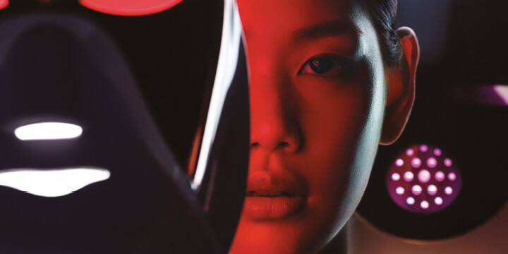 요즘 쏟아져 나오는 LED 마스크, 정말 좋을까? <바자> 에디터들이 한 달에 걸쳐 진솔하게 검증해봤다.