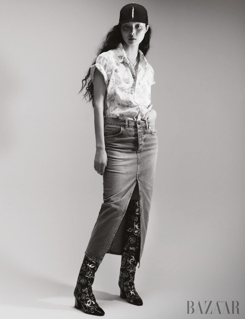 빈티지 셔츠는 DongmyoFlea Market, 데님 스커트는 17만원 Raey by matchesfashion.com, 모자는 Chrome Hearts, 목걸이는 74만원 Givenchy, 부츠는 Chanel.
