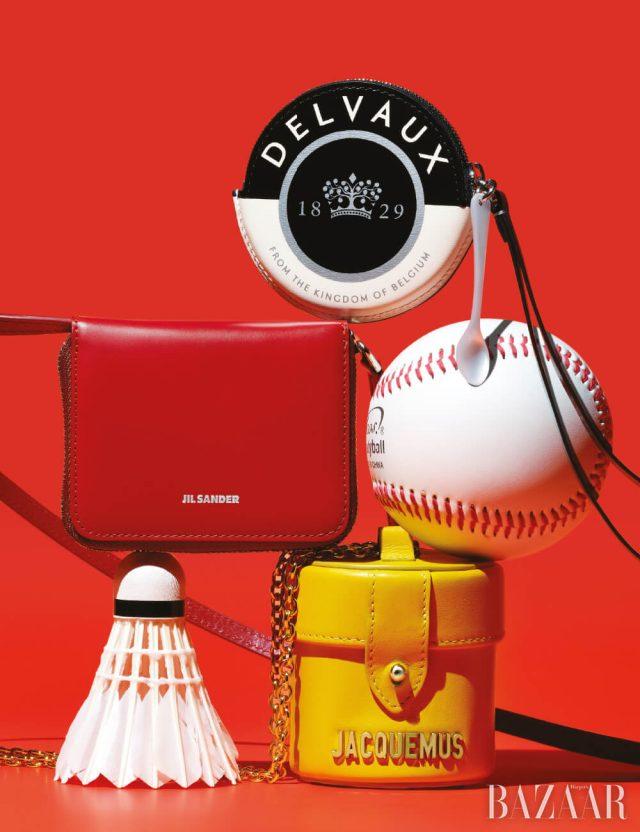 (위부터) 손잡이가 달린 원형 미니 백은 72만원 Delvaux, 스트랩 장식 미니 백은 1백50만원대 Jil Sander, '르 베니티(Le Vanity)' 미니 숄더백은 45만원 Jacquemus by BOONTHESHOP.
