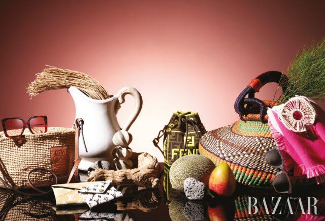 (왼쪽부터) 선글라스는 56만5천원 Gucci, 라피아 소재 백은 가격 미정 Loewe Paula's Ibiza Collection, 미디엄과 스몰 사이즈 클러치는 모두 가격 미정 Louis Vuitton, 스몰 버킷 백은 2백만원대 Fendi, 라피아 바스킷 백은 17만9천원 As'Art by BOONTHESHOP, 선글라스는 가격 미정 Saint Laurent by Anthony Vaccarello, 숄은 가격 미정 Louis Vuitton, 귀고리는 가격 미정 Loewe Paula's Ibiza Collection.