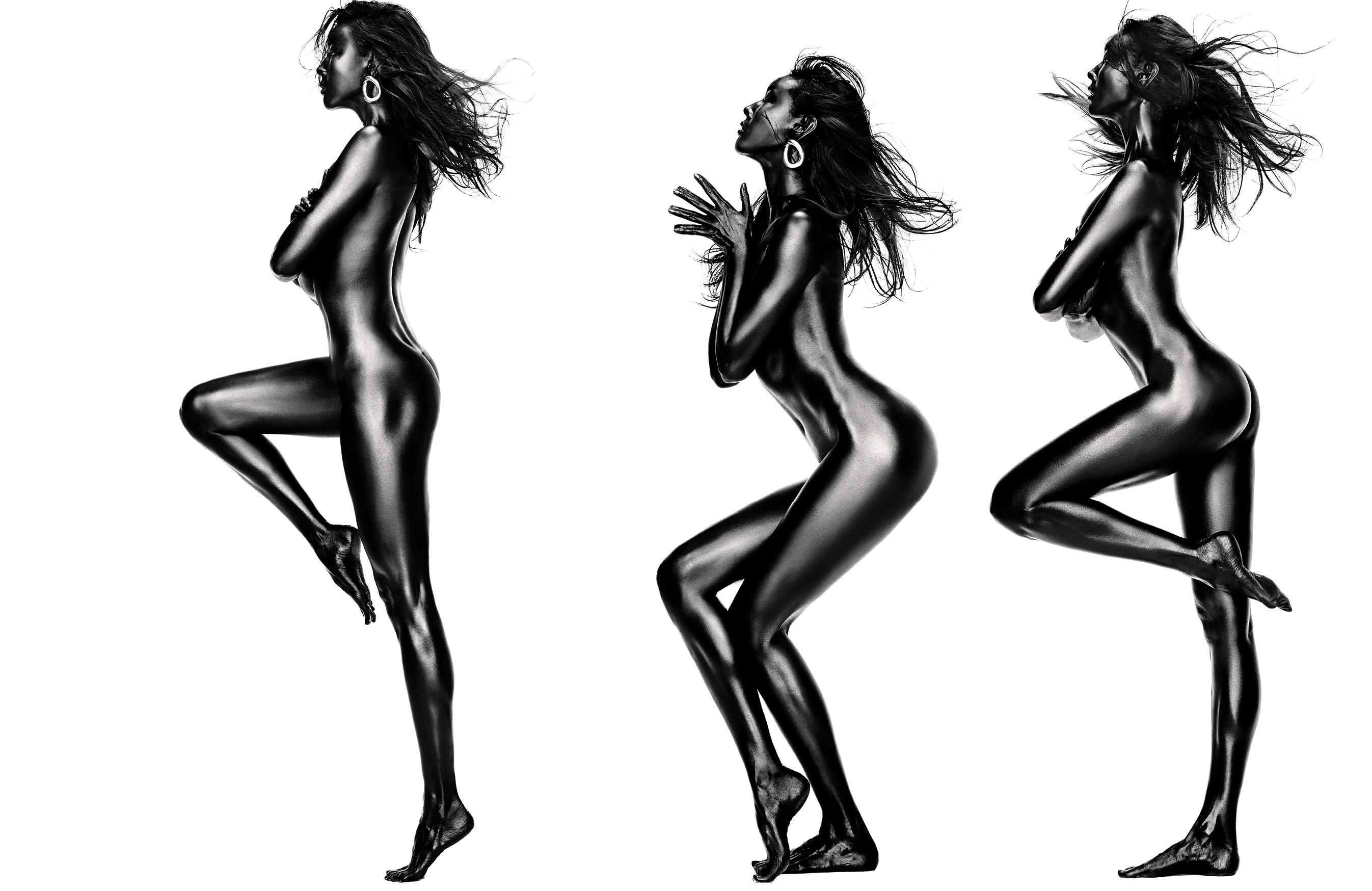 자신을 가꾸는 데 게으른 적이 없는 모델 한혜진은 오늘이 가장 건강하고 아름다운 몸이라고 말한다. 환상적이라는 표현마저 진부하게 만드는 그녀의 특별한 화보를 공개한다.