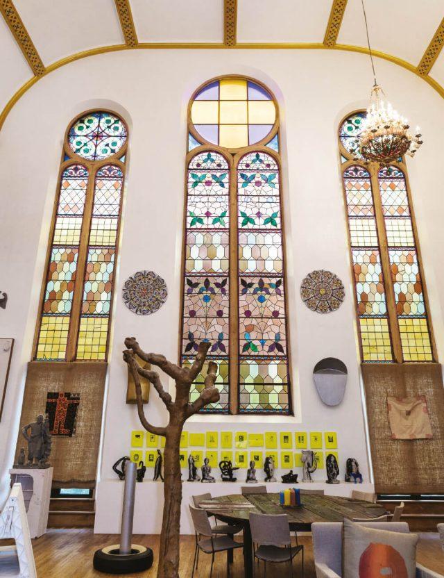 1887년에 지어진 유서 깊은 건축물인 할렘의 오래된 교회는 '뉴욕에서 가장 아름다운 스튜디오'로 변모했다.