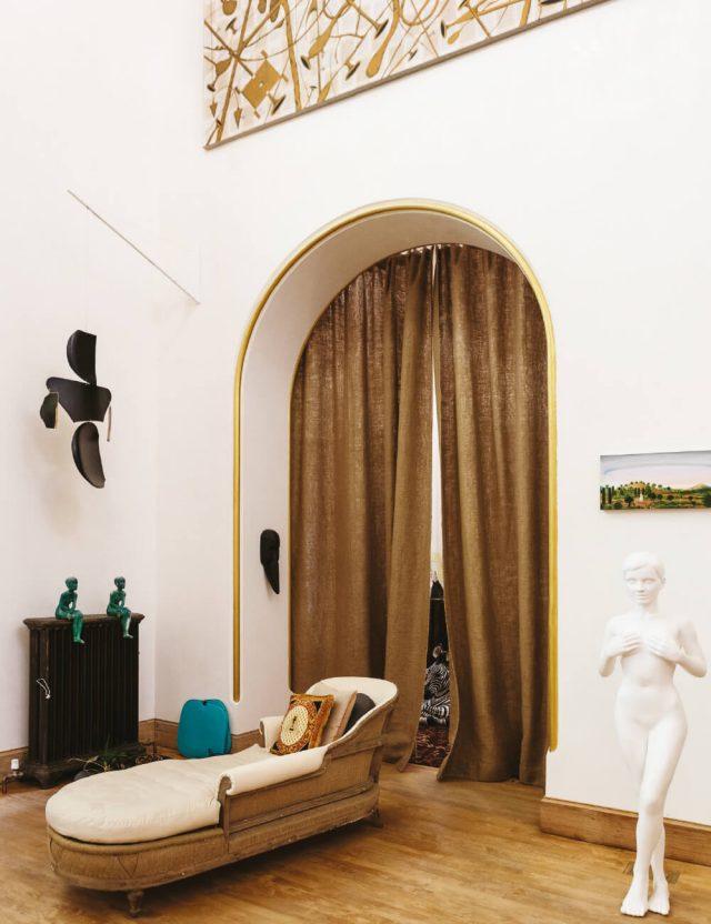 우고 론디노네는 세계적 현대미술가인 동시에 컬렉터이자 전시기획자로도 명성이 높다.