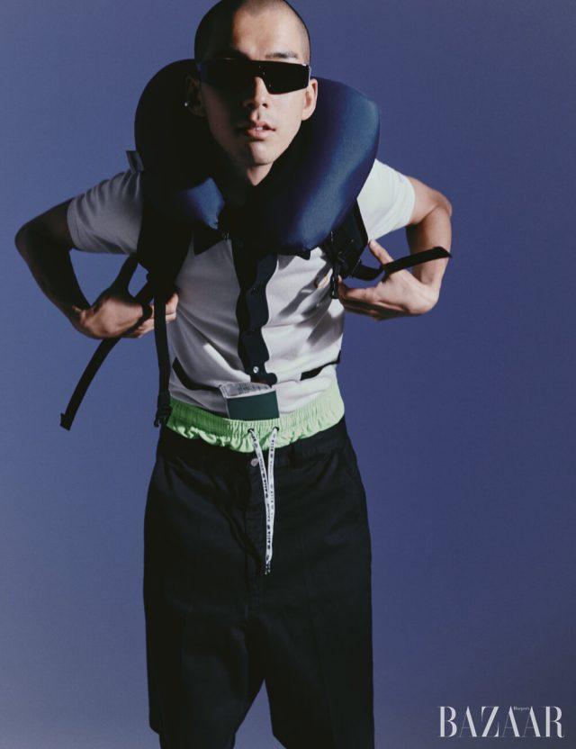 카디건은 23만8천원Fred Perry × Miles Kane, 네온 쇼츠는 31만8천원 MSGM by hanstyle.com, 블랙 팬츠는 Ami, 선글라스는 Valentino Garavani, 백팩은 Nike.