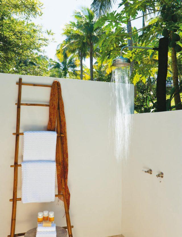 해바라기 샤워기가 딸린 게스트 부레의 프라이빗 정원.