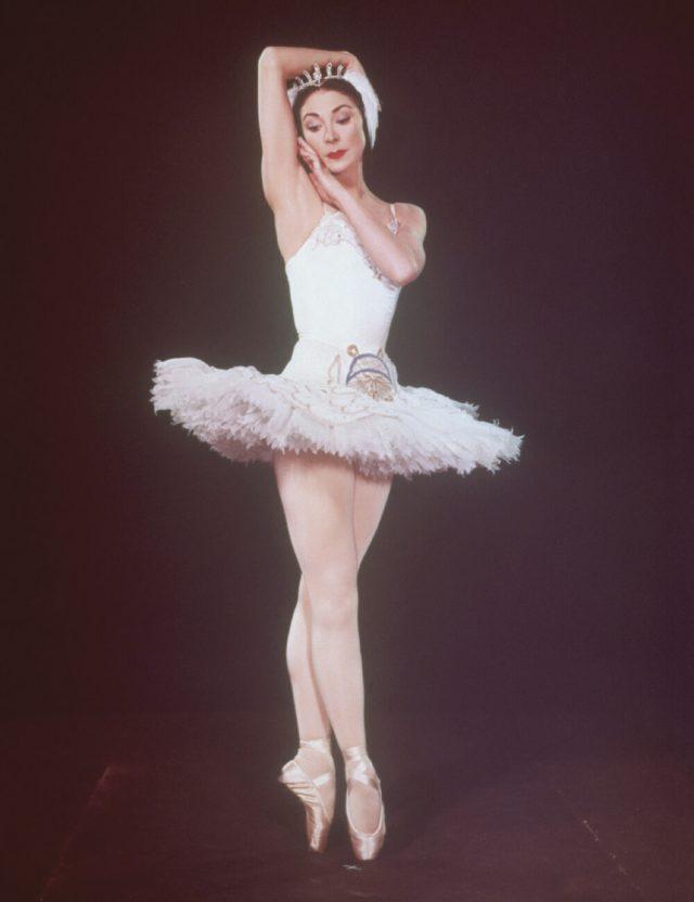 *아솔루타(Prima-Ballerina Assoluta); 프리마 발레리나보다 더 높은 경지에 이른 무용수를 뜻하는 말.